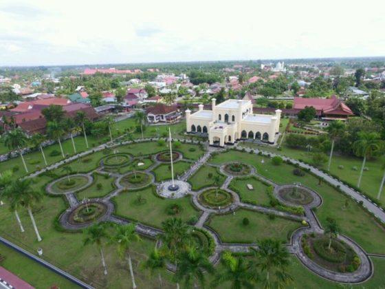 Istana Asyerayah Hasyimiyah Siak Lokasi : Kota Siak Sri Indrapura, Kabupaten Siak, Riau