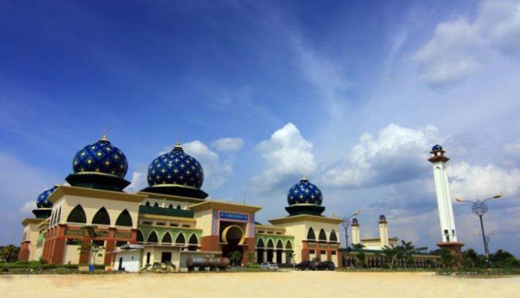 Masjid Sultan Syarif Hasyim Lokasi : JL. Kompleks Islamic Center Madinatul Ulum, Kampung Rempak Siak, Kp. Rempak, Siak, Kabupaten Siak, Riau