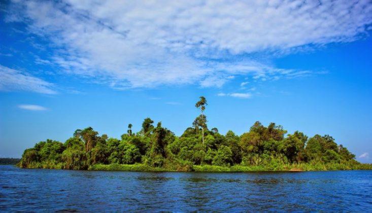 Danau Zamrud Lokasi : Kawasan Koservasi Siak, Kec. Dayun Kabupaten Siak, Riau